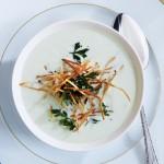 Pirasa corbasi, patates garniturlu